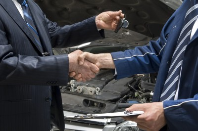man purchasing car_hand shake