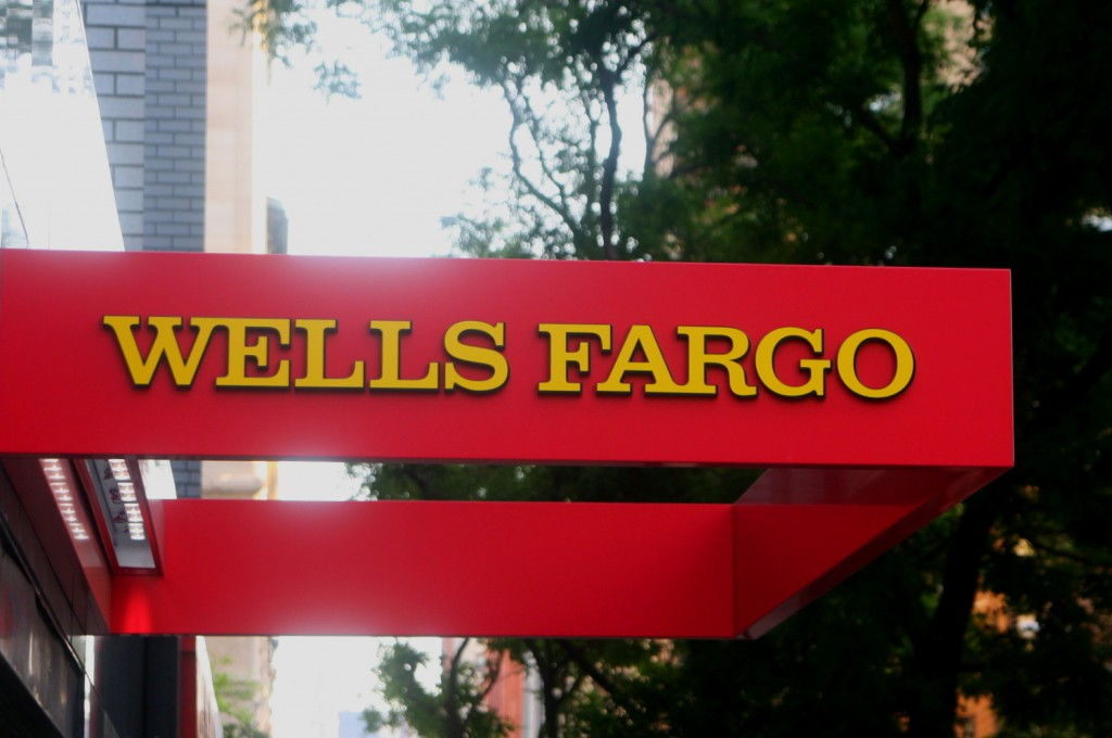 wells fargo free checking account image