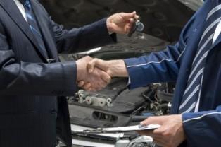 man purchasing car_hand shake