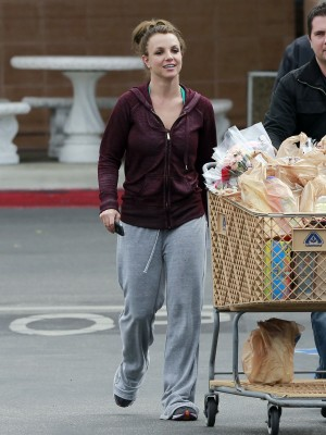 Semi-Exclusive... Britney Spears Shows Off Her Goofy Grin During Grocery Run