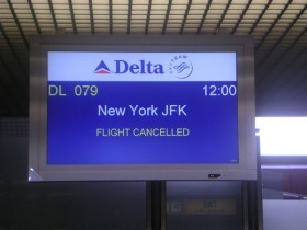Snow Forces Federal Offices to Close, Grounds Flights