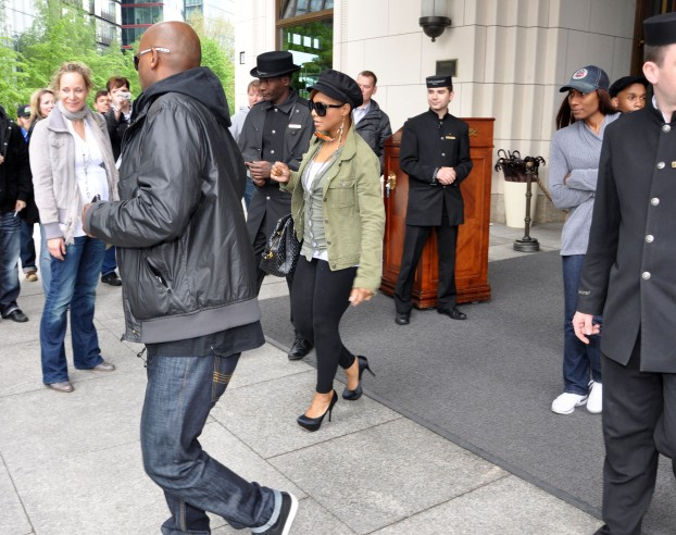 Toni Braxton Leaving Ritz Carlton Hotel In Berlin (USA AND OZ ONLY)