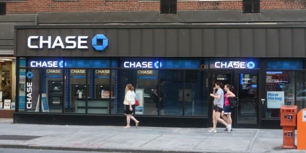 chase vs online bank checking accounts image