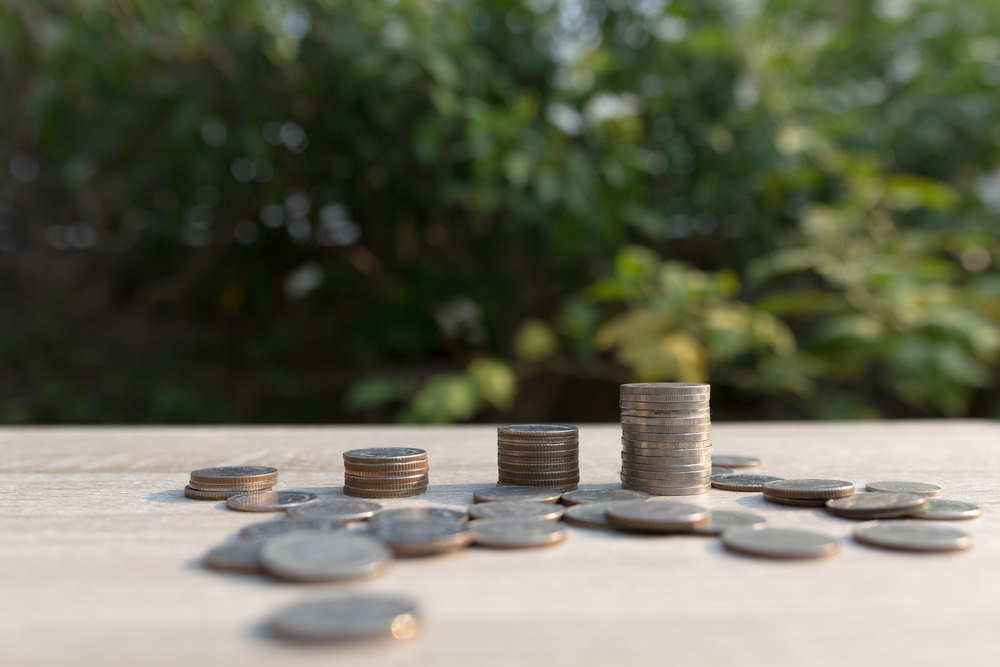 Savings Account vs. Roth IRA: Which is Better?