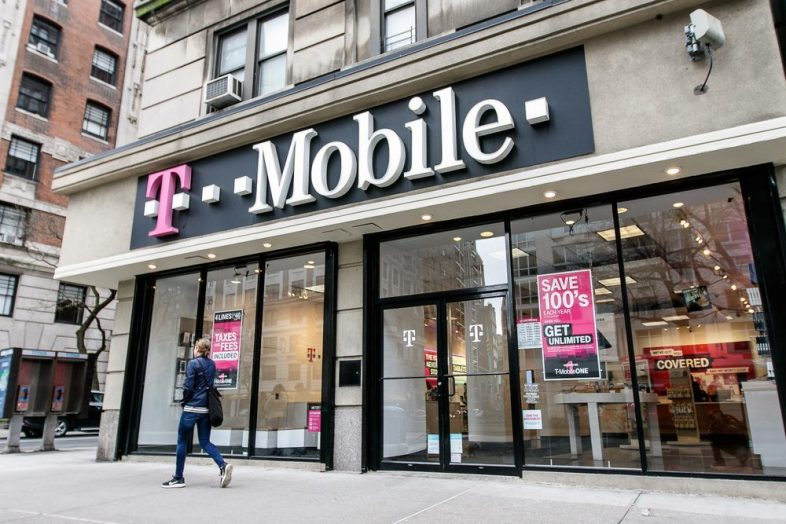 Which Credit Reports Do AT&T, T-Mobile, Sprint, and Verizon Pull?