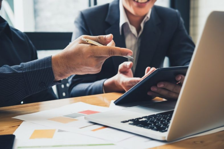 Why Choose a Live Financial Advisor Over Automated Advisor?