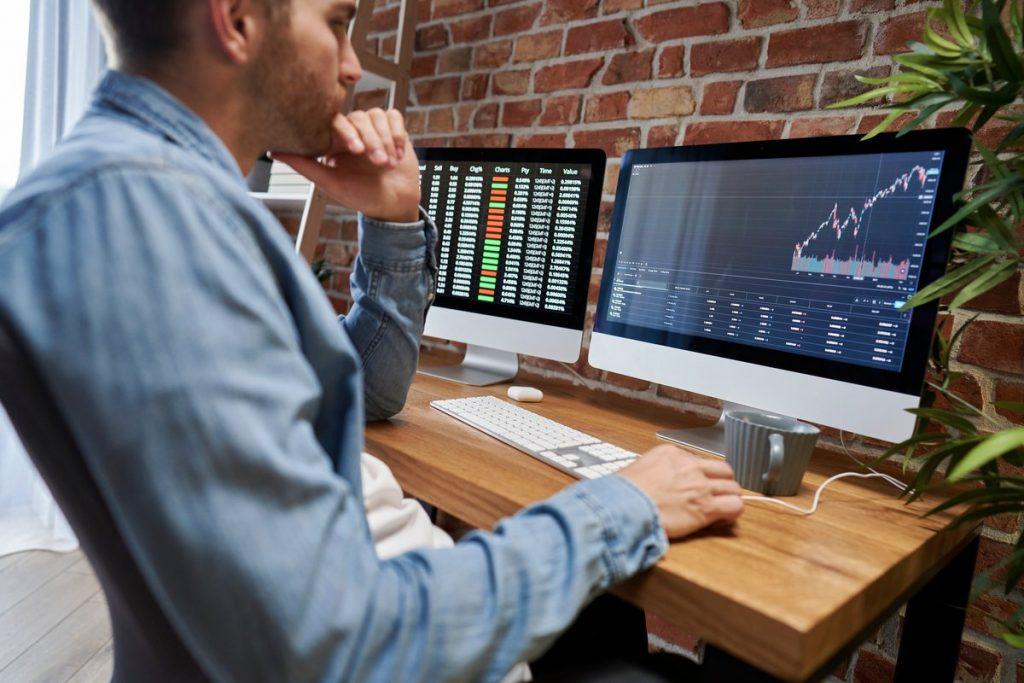 Stocks vs. Mutual Funds: How They Differ for Your Investing Strategy